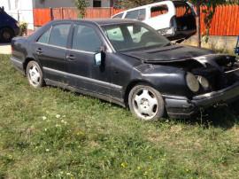 Mercedes e 200 benzina anul 1997 înmatriculat avariat