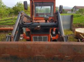 Tractor U650 cu incarcator frontal
