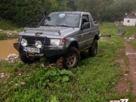 Mitsubishi Pajero 2.5 tdi cu troliu cauciucuri off road