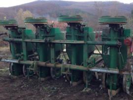 Masina plantat cartofi semanatoare cartofi CRAMER 4 randuri