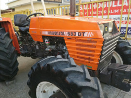 Tractor Universal 643 DT