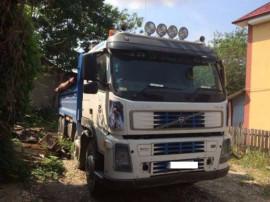 Camion Volvo 8x4.